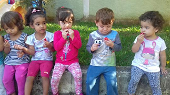 """Creche """"Prof. Morivaldo Antonio de Morais"""" incentiva os pequenos com o """"Projeto Alimentação Saudável"""""""