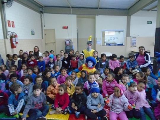 """Alunos da EMEB """"Prof.ª Suely Terezinha Amstalden"""" assistem à peça """"Sane e seus amigos"""" promovido pelo SAAE"""